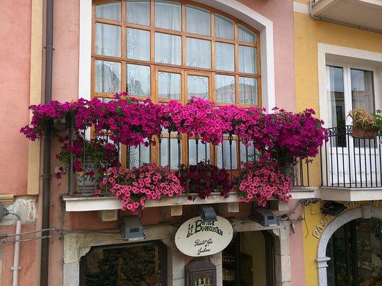 Corso Umberto: Corsa umberta in Taormina