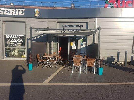 Luneray, France: L'Epicurien at Simply Market