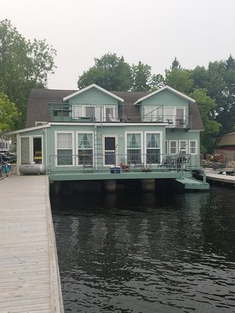 Rainy Lake Inn at Tara's Wharf Photo