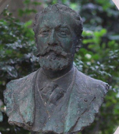 Buste de Jose-Maria de Heredia