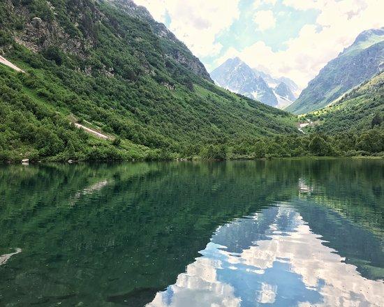 Teberdinsk State Biosphere Reserve: Третье и самое большое из Бадукских озёр. Максимальная глубина — 8,7 м. Температура воды — около 7 градусов по Цельсию.
