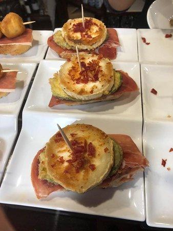 Pintxo de jamón ibérico  y queso de cabra