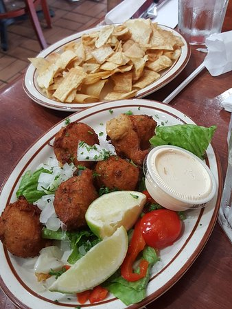Caribe Cafe Restaurant: Mariquitas de Malanga, Fritura de Bacalao