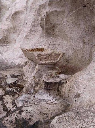 Trevi Fountain: La Fontana degli Innamorati di Roma...ficará para sempre na minha memória. Foi nesta pequena fonte junto à Fontana di Trevi que pedi em casamento o grande amor da minha vida.