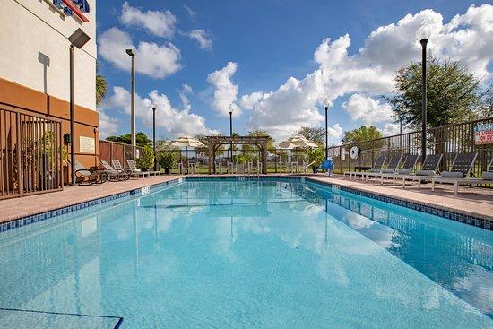 Candlewood Suites Miami Airport Doral: Pool