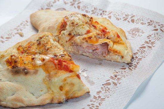 Pizze panzarotti e pane fresco di giornata