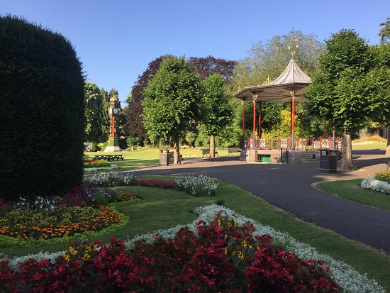Dorchester, UK: The gardens contain a wide range of plants and trees