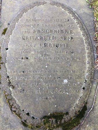 Oestre Fredrikstad Church: Grave