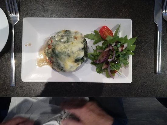 La Casa Italian: FUNGHI RIPIENO Portobello mushroom stuffed with sundried tomatoes, spinach, dolcelatte, topped with fontina cheese, rocket leaves.
