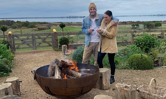 Queenscliff, Австралия: Mulled wine by the fire pit in winter