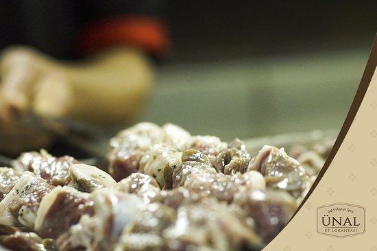 Unal Et Lokantasi Sef Orhan'in Yeri: Ünal Et Lokantası'nın Spesiyali Kuzu Şiş 😍 . . . . . .  #ünaletlokantası #ünalet #ünal #gaziantep #yemek #kültür #kebap #lahmacun #fıstıklıbörek #gaziantepten #lezzet #beyran #paça #et #kahvaltı #beyti #foodporn #lezzetduraklari #gurme #restoran #gurmelezzetler #katmer #instafood #tatlı