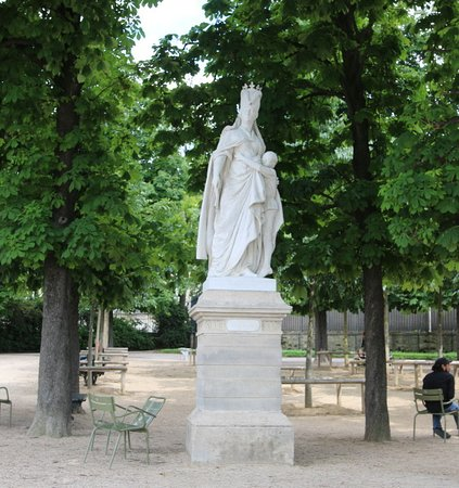 La statue de Marguerite d'Anjou et son fils Edouard