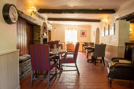 Norbury, UK: Our two lounge bar dining areas are both dog friendly so your four legged friend can join you for a drink or dinner.