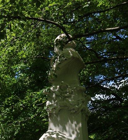 Monument a Ferdinand Fabre