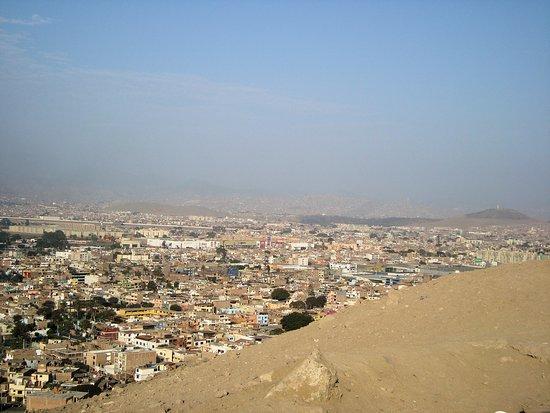 Damos el último vistazo al paisaje que ofrece la ciudad y comenzamos a bajar