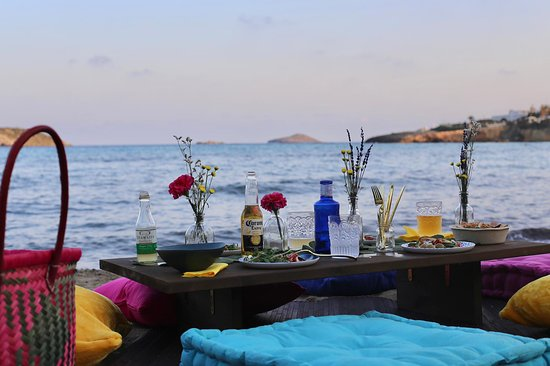 El Picnic: Want a picnic on the beach? Then let us do all the preparation and bring it to you at a beach of your choice.