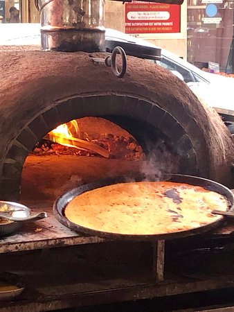 Socca'nnes: The huge pan goes into the wood-fired oven