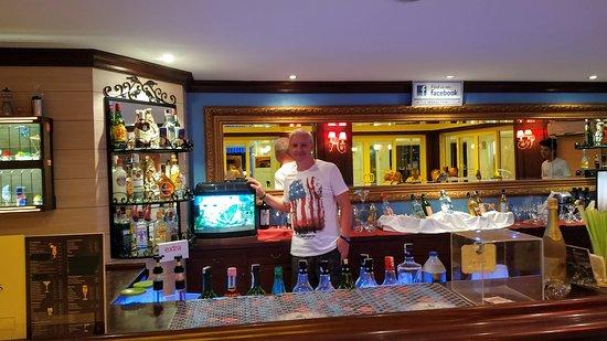 Вечерний бар. Работает с 18.30 до 23.00