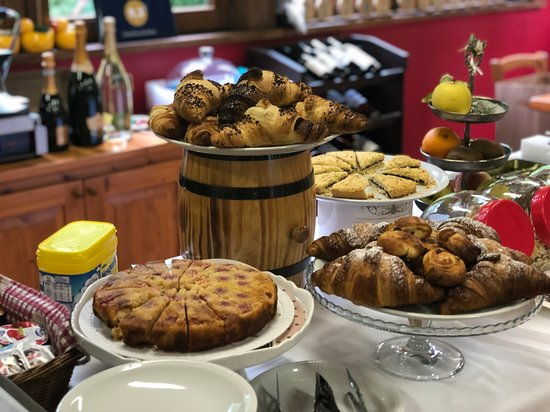 Breakfast buffet chalet Rosa dei Monti Piamprato