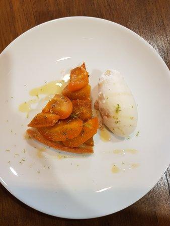 Dessert du midi : tarte aux abricots et romarin, glace au miel