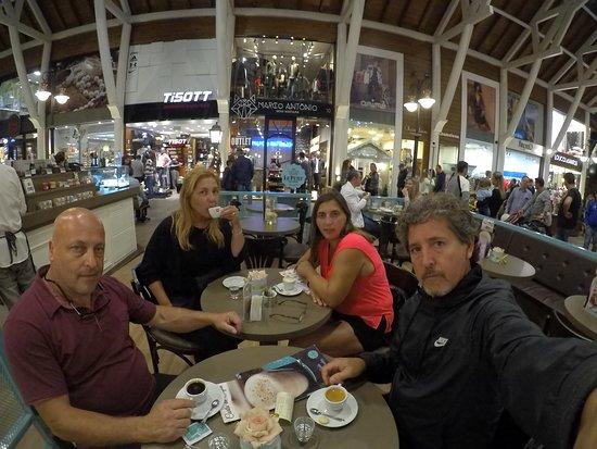 Largo da Borges: disfrutando cafecito con amigos