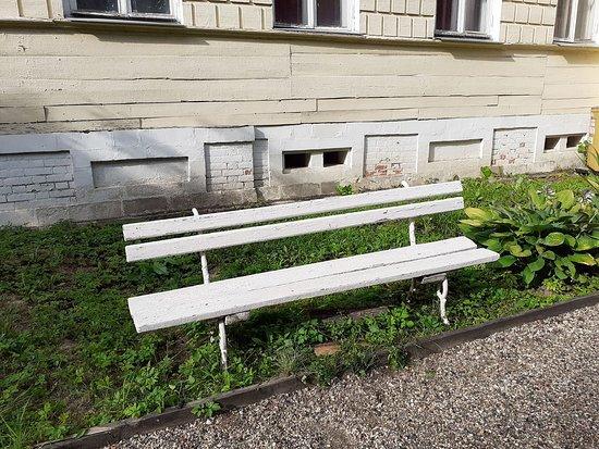 Fryanovo, Russie : Знаменитая парковая скамейка.