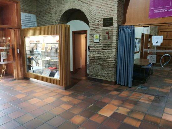 Iglesia de la Santisima Trinidad: Oficina de Información y Turismo.