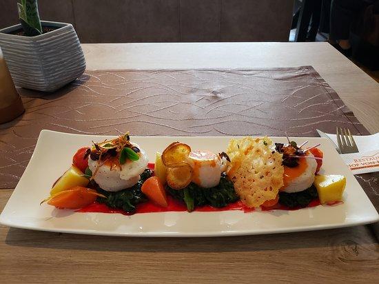 Restaurant Hof von Holland: Seezungenröllchen, Blattspinat, Riesling Sauce, Bouillonkartoffel