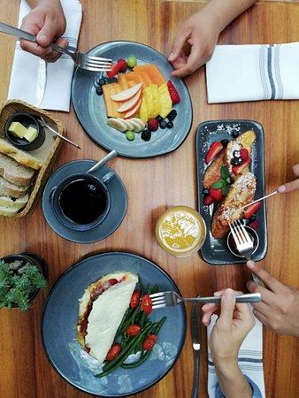 El Vergel Bistro & Market: Hora del Desayuno  / Breakfast Time