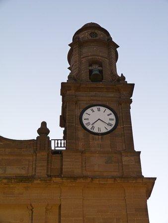 Torre con Reloj Francés