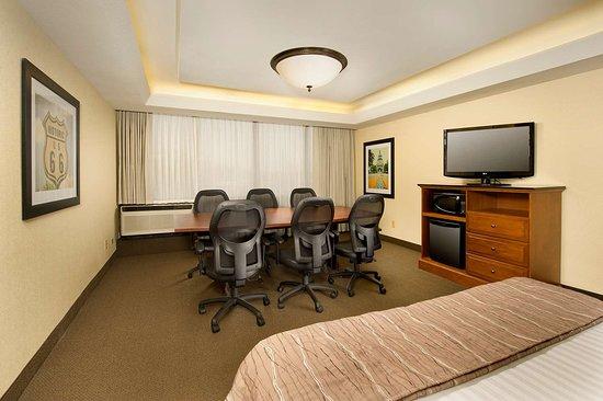 Drury Inn & Suites Springfield: NKXM Meeting Space