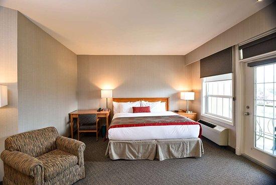 Ramada by Wyndham Penticton Hotel & Suites: Guest room