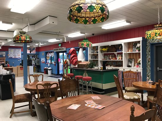 Inside dining at Daisy's Diner at Cooter's Luray