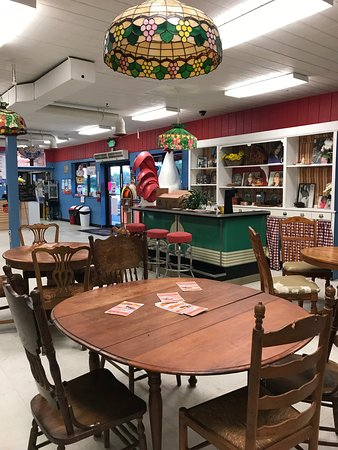 Dining room at Daisy's Diner at Cooter's Luray
