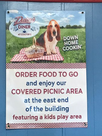 Daisy's Diner at Cooter's Luray offers Picnic Baskets