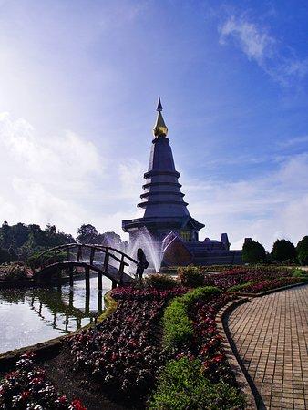 Twin Royal Stupas (Phra Maha Dhatu Nabha Metaneedol and