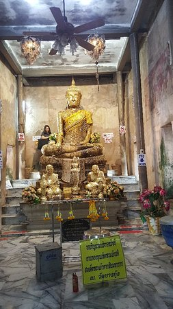 Buddha with in side the tree Wat Bang kung
