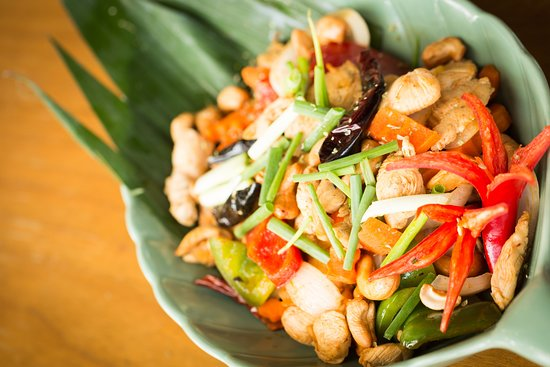Bill Bentley Pub at Turtle Village: Stir Fried Chicken and Cashew Nuts