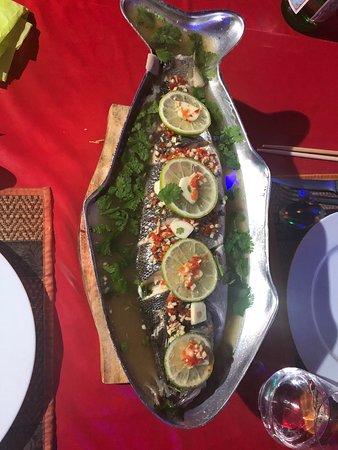 Loup de mer au bouillon thaï