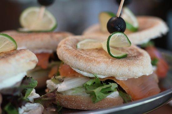 Varnsdorf, Republika Czeska: lososový sendvič. lachs. salmon sandwich