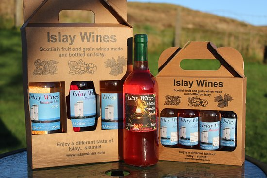 Port Ellen, UK: Artisan wines made form rhubarb, brambles and barley from the only winery on the west coast  of Scotland! Well worth a taste!