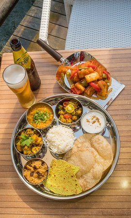 Sharing Platter, Onion bhaji, samosas, veggie pakoras all cooked to a high standard. Fresh vegetarian / vegan food at Roti street food Restaurant at Laguna Village