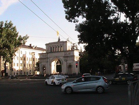Lenina Square: Арка в начале проспекта К. Маркса в Ставрополе