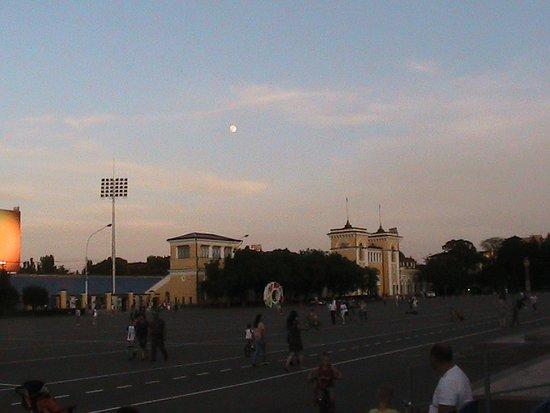 Площадь Ленина и вид на Стадион в Ставрополе