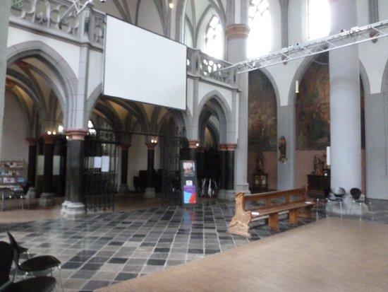 Die Citykirche St. Nikolaus, von innen betrachtet.