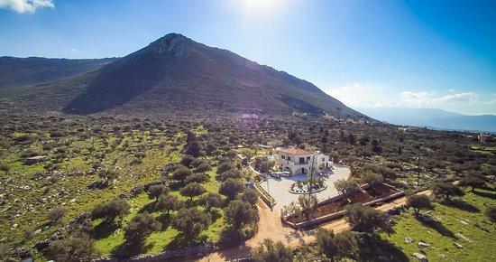 Kokkino Chorio, กรีซ: a view of Viila Freedom estate & the mountain