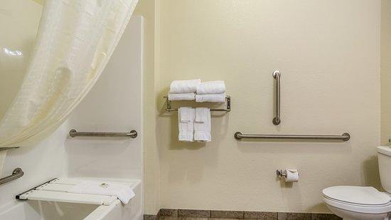 Ord, NE: Accessible guest bath