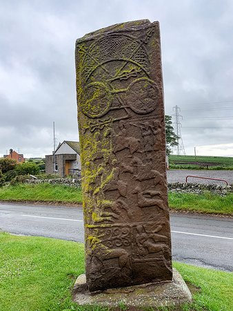 Aberlemno Sculptured Stones: Aberlemno Standing Stone along the road