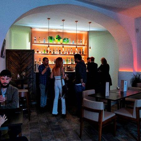 86 Cocktail Bar