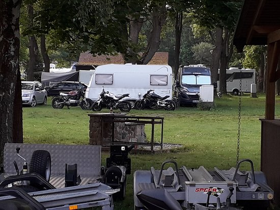 Campingplatz & Gaestehaus Domaene Stiege: Parking / camping area for vans etc.